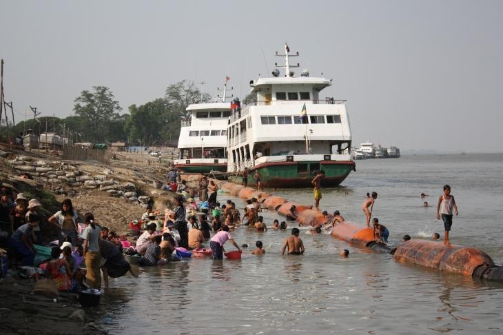 2009-mandalay-sabrie-2