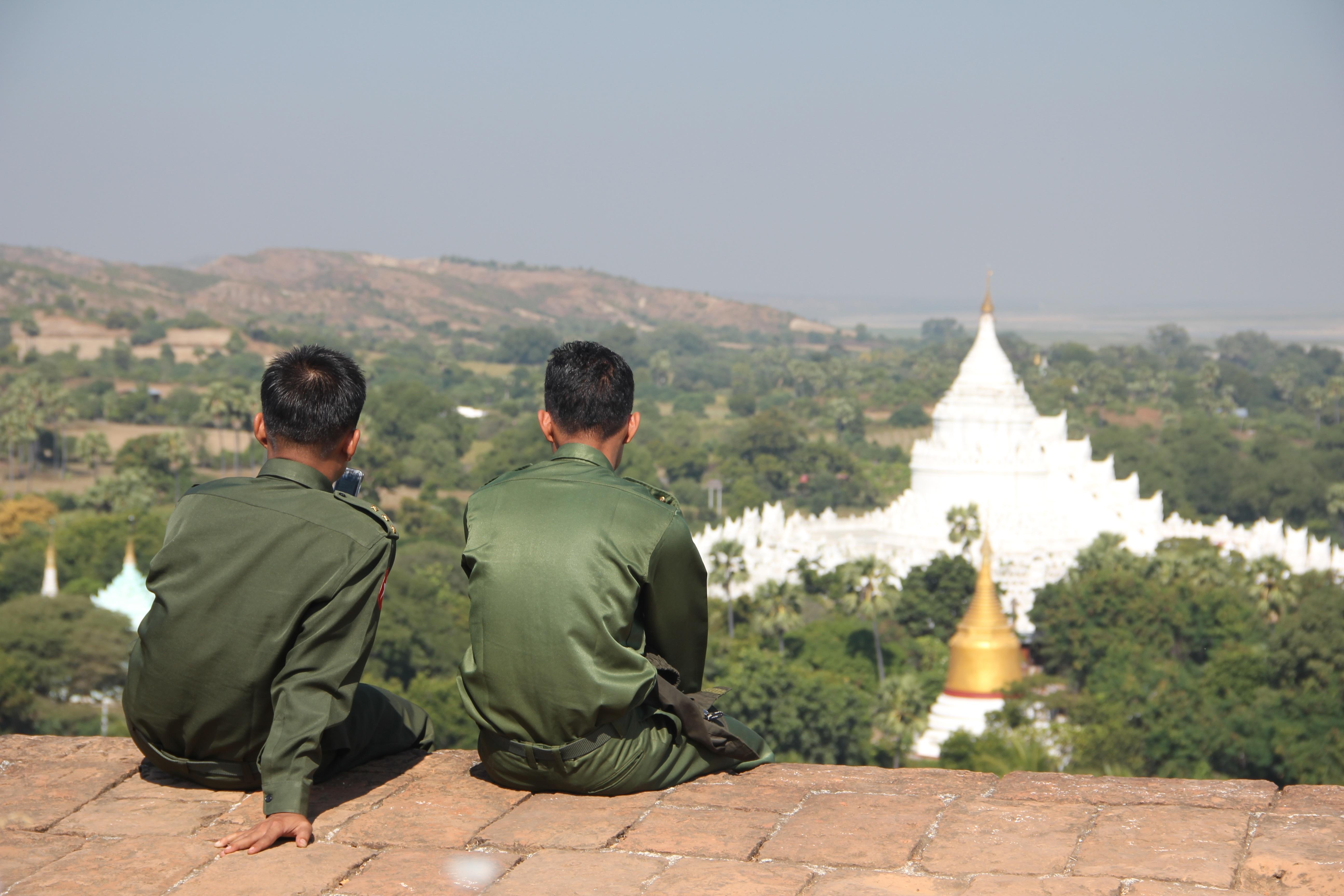 dating Myanmar dame ashhbearr og ssohpkc dating